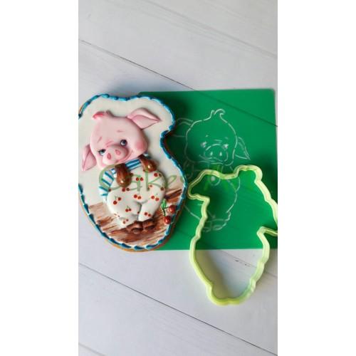 Набор для пряников вырубка + трафарет: Милая свинка в комбинезоне